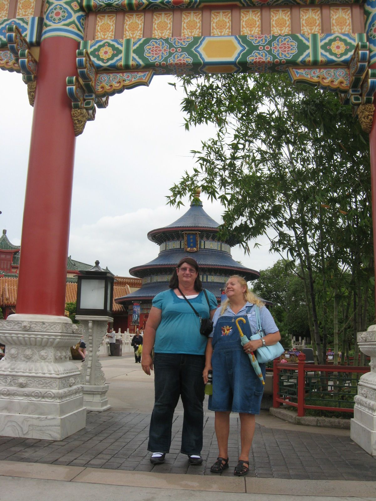 EPCOT-China Meg and Leslie